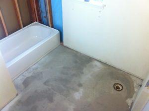 Le sol doit être propre pour poser des carreaux de carrelage
